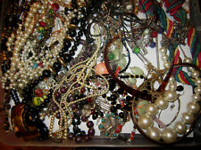 73 x VINTAGE / RETRO / NECKLACES & PENDANTS