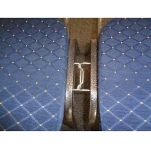 Stuhl Reihenverbinder Metall o. Stuhlverbinder. Ein Reihenverbinder für Stühle