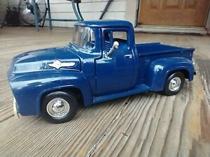 Toy Truck Redbox Collector's Edition1956 Ford Pickup 1/24