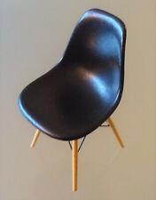 VITRA Design Miniatur, schöner Stuhl Eames DSW in SCHWARZ, TOP