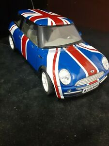 Solido New Mini British Flag 1/18 Diecast Car