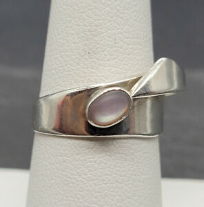 Vintage 925 Sterling Silver Ring With Mother of Pearl Stone Stone Size 7.5