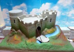 Elatolin, Starlux, Clairet,  ou autres, Château fort ancien...