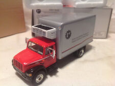 INTERNATIONAL 4900 STRAIGHT TRUCK-FIRST GEAR COLLECTOR'S CLUB #59-0002 1:54