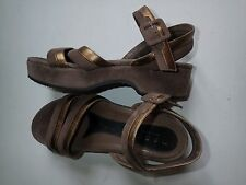 MARNI DESIGNER SUEDE LEATHER LOW WEDGE SANDALS BROWN GOLD BUCKLE FASTENING 6 39