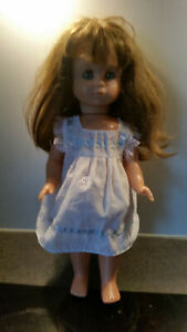 Puppe mit langen Haaren