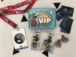 DCon Designer Con 2019 VIP Goodie Box. 2x Vincent BE@RBRICK, Pin Badge Lanyard