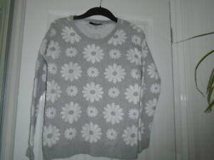 1 Cute grey and white daisy flower design long sleeve jumper top, GEORGE, sz 8