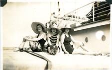 Bains de soleil  Vintage silver print Tirage argentique d'époque  10,