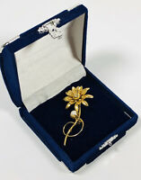 Vintage Brooch Gold Tone & Faux Pearl Flower Elegant Pretty Costume Jewellery