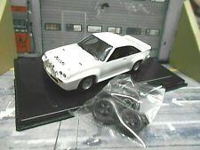 OPEL Manta B 400 Rallye weiss white plainbody + 4 Ersatzräder MDCS022  IXO 1:43