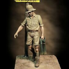 Royal Model 1/35 Italian Soldier Africa WWII Carrying Jerrycan w/Pith Helmet 850