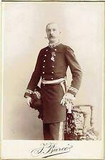 Cabinet :J.Barco ; Un Général médaillé debout en pose en grande tenue  vers 1890