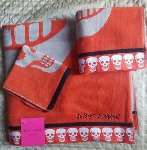 Betsey Johnson Orange/White/Black Crazy Skulls 3 Piece Towel Set with  Trim<NWT