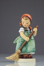 Goebel Hummel 171/0 Kehrliesl Little Sweeper Figur Porzellan