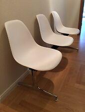 Vitra Plastic Side Chair auf Traverse Schale weiß Eames 1950