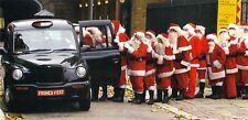 XXL-Ansichtskarte: Get ready for x-mas!  Weihnachtsmänner steigen in ein Auto