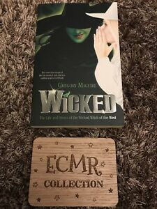 Wicked by Gregory Maguire in Paperback