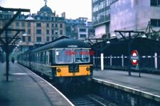 PHOTO  1964 A CRAVENS DMU BOUND FOR POTTERS BAR WAITS FOR DEPARTURE TIME AT MOOR