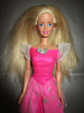 B872-ALTE BLONDE BARBIE MATTEL 1998 PINK-SILBERNES KLEID LABEL+OHRRINGE+SCHUHE