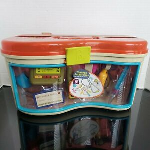B. Wee  MD carrying case, medical toys