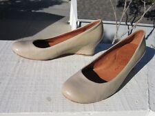 Gentle Souls JOYUS Beige Patent Leather Wedge Heel Pump US 6 M Padded Arch EUC