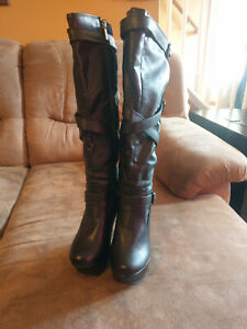 Dollhouse Womans Wedge Boots Sized 7