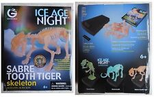 Scheletro fosforescente tigre denti a sciabola collezione Geoworld Ice Age Night