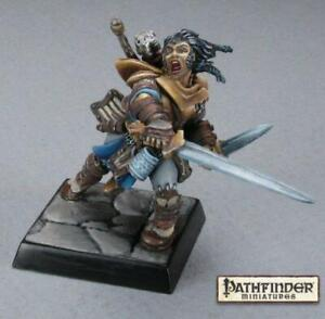 Reaper Miniatures: Pathfinder - Valeros, Iconic Male Human Fighter