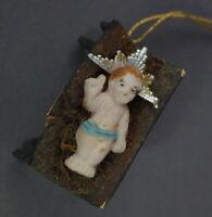 Krippe mit Baby Jesus, Holz / Tragant, ~ 1920   (# 10267)