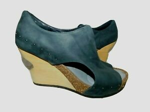 Tsubo Celleni Leather Wood Cut Out Wedge Shoes size 7 New