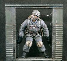 """Verlinden 120mm 1/16 """"Go!"""" Fallschirmjäger German Paratrooper at Door WWII 1868"""