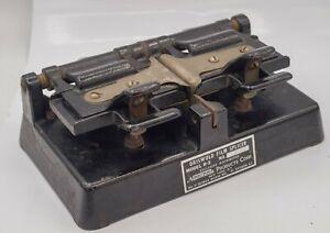 Antique - Griswold Model R-3 Cast Iron 16mm Movie Cine Film Splicer Neumade