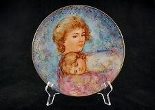 """EDNA HIBEL 1984 """"Abby and Lisa"""" Collector Plate. Mother's Day-Gold Trim. MINT"""