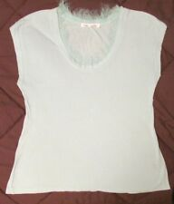 ROBBI & NIKKI TEE SHIRT SIZE MEDIUM, SLEEVELESS, ROUND NECKLINE WITH FRINGE