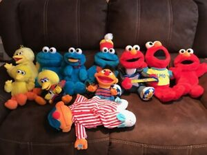 HUGE LOT Vintage Tickle Me Elmo, Big Bird, Snoring Ernie, Sesame Street