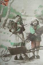 cpa brouette enfant fille bonne année neige postcard child girl snow wheelbarrow