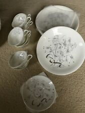 """Wedgewood Bone China """"Wild Oats"""": 8 Dinner Plates, 8 Cups and 8 Saucers"""
