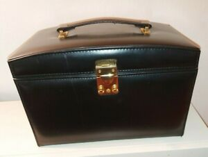 Vintage Lockable travel Jewellery Box / Vanity Case with key