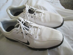 NIKE MENS WHITE GOLD CLEATS/ SHOES, SIZE 10M