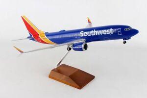 Skymarks Supreme SOUTHWEST Boeing 737-MAX8 1/100 W/Wood Stand & Gear SKR8268
