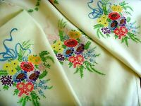 VINTAGE HAND EMBROIDERED LINEN TABLECLOTH ~ GORGEOUS DAISY BOUQUETS