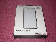 Que Design QUE-5000 Dual 2.4A USB Port 5000mAh Power Bank AC & DC input White