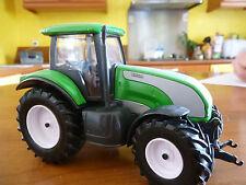 UNiversal hobbies Valtra tracteur 1/32