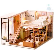 Case di bambole e miniature di fatto a mano in legno in studio