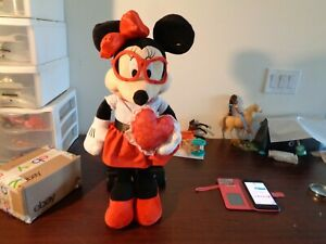 Holiday Disney 22 in Tall Minnie Mouse Valentine Greeter
