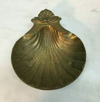 ORNATE VINTAGE BRASS FOOTED ** HANDLED SEASHELL / CLAM SHELL ASHTRAY 5.5in