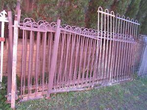 18 Meters steel Garden/Pool Fence Panel, plus 1 gate, 7 poles, 115 cm H
