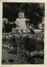 PHOTO ANCIENNE - VINTAGE SNAPSHOT - ENFANT BÉBÉ TABLE SOURIRE DRÔLE - BABY FUNNY
