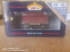 Bachmann conflat with BD container crimson BR Weathered